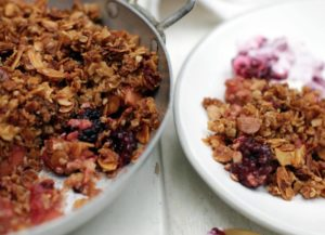 apple-and-berry-oat-crumble-pot