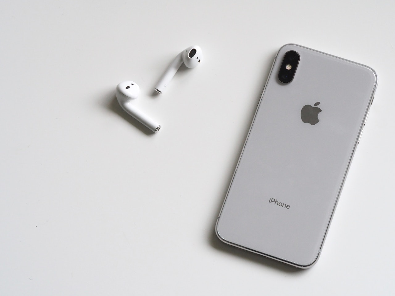 apple-airpods-racist-abuse