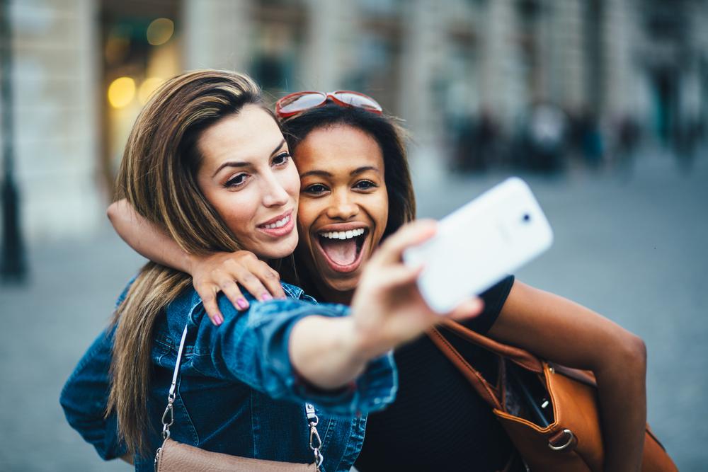 two-women-taking-selfie