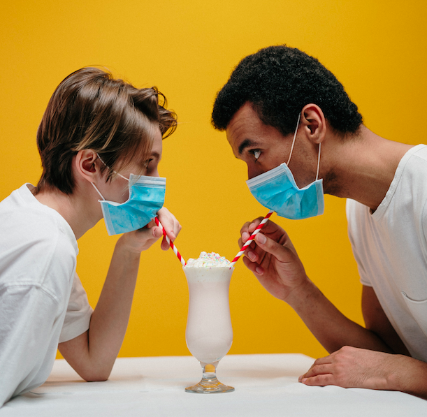 couple-wearing-face-mask