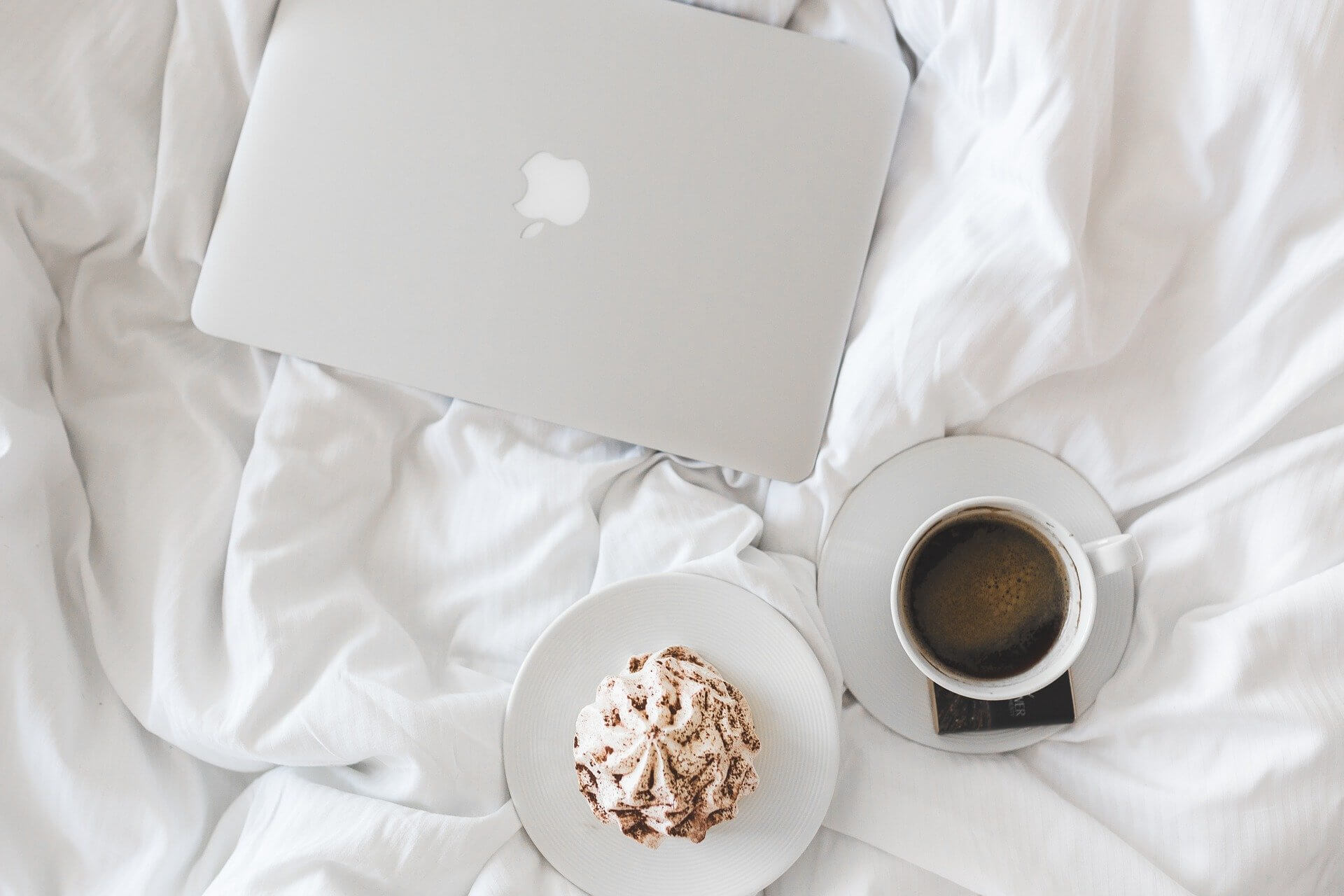 home-working-coffee-bed